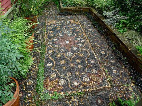 Trang tri san vuon dep theo cach mosaic day an tuong - Anh 1