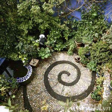Trang tri san vuon dep theo cach mosaic day an tuong - Anh 2