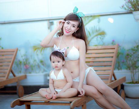 Hot girl Mai Tho khoe dang non na ben con gai - Anh 11