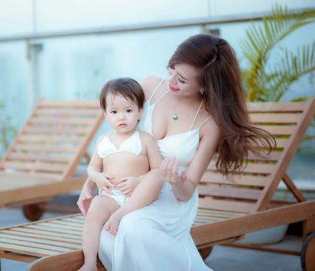 Hot girl Mai Tho khoe dang non na ben con gai - Anh 13