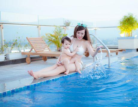 Hot girl Mai Tho khoe dang non na ben con gai - Anh 15