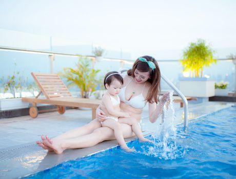 Hot girl Mai Tho khoe dang non na ben con gai - Anh 6