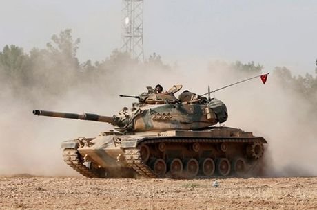 Xe tang TNK bat dau tan cong dan quan nguoi Kurd Syria - Anh 1