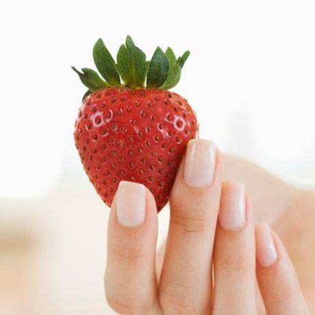 Top vitamin, khoang chat, va thuc pham giup mong tay dep - Anh 1