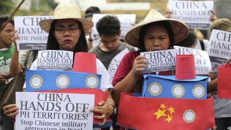 Dang sau viec Tong thong Philippines bat ngo doi giong voi Trung Quoc - Anh 2