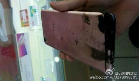 Smartphone Oppo F1 Plus tu phat no khien gioi tre Viet lo lang - Anh 2