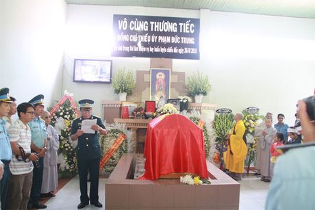 Xuc dong giay phut vinh biet phi cong anh dung lai may bay L39 - Anh 1