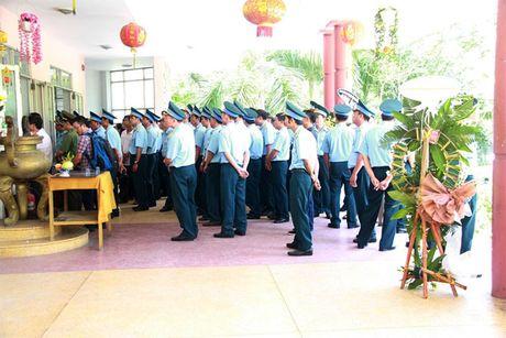 Xuc dong giay phut vinh biet phi cong anh dung lai may bay L39 - Anh 2