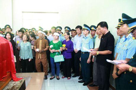 Xuc dong giay phut vinh biet phi cong anh dung lai may bay L39 - Anh 3