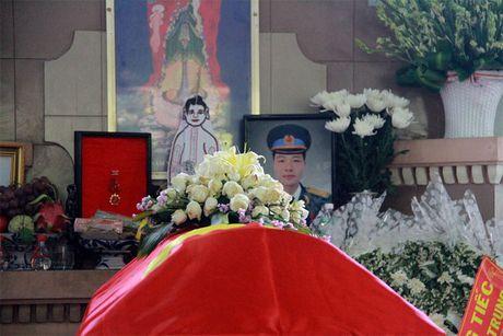 Xuc dong giay phut vinh biet phi cong anh dung lai may bay L39 - Anh 5