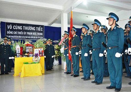 Xuc dong giay phut vinh biet phi cong anh dung lai may bay L39 - Anh 6
