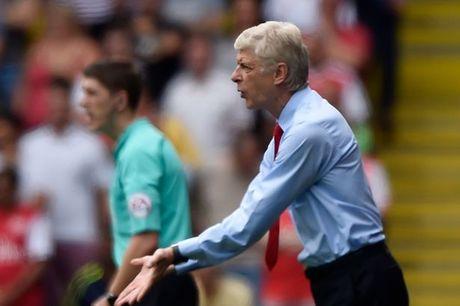 HLV Wenger xac nhan Arsenal co them 2 tan binh - Anh 1