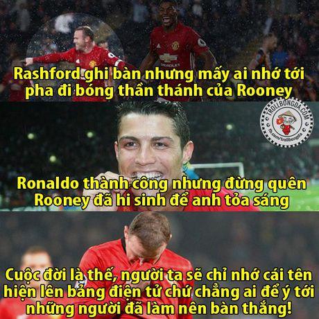 Fan Man United trao Qua bong vang cho Rashford, Guardiola dau hang Barcelona - Anh 18