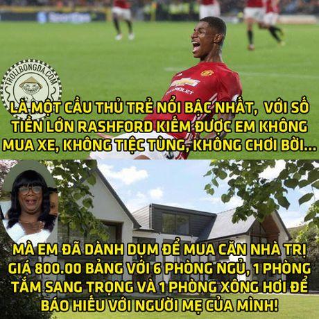 Fan Man United trao Qua bong vang cho Rashford, Guardiola dau hang Barcelona - Anh 20