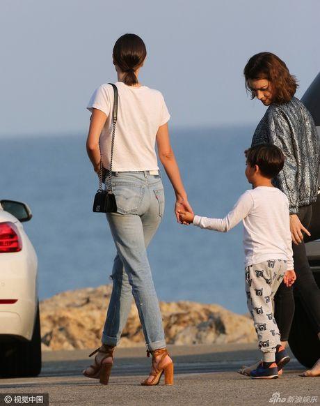 Con trai Miranda Kerr cang lon cang dep trai giong bo - Anh 5