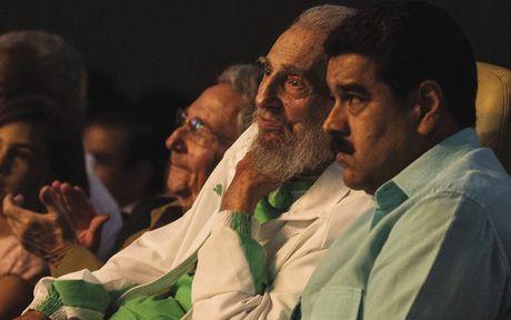 Nguyen Chu tich Fidel Castro duoc tang dieu xi ga dai 90m - Anh 2