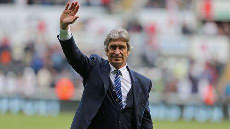 HLV Manuel Pellegrini da co ben do moi sau khi roi Man City - Anh 1
