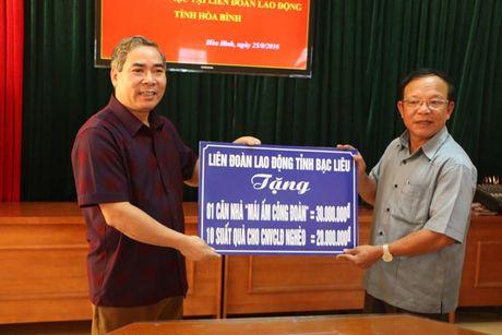 LDLD tinh Bac Lieu: Tang nha 'Mai am cong doan' cho CNLD ngheo tinh Hoa Binh - Anh 1