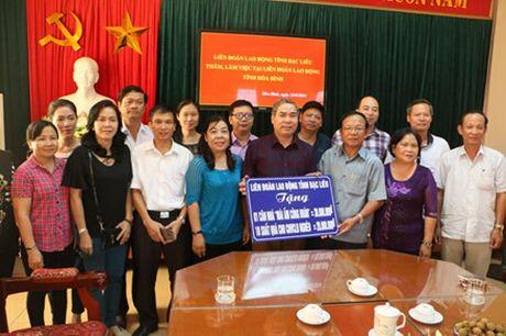 LDLD tinh Bac Lieu: Tang nha 'Mai am cong doan' cho CNLD ngheo tinh Hoa Binh - Anh 2