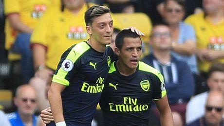 Mesut Ozil: Thung thuoc giup Sanchez phat no - Anh 2