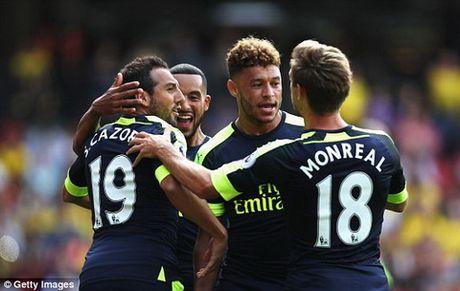 Mesut Ozil: Thung thuoc giup Sanchez phat no - Anh 3