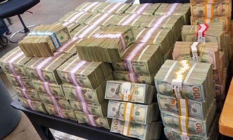 Phat hien 3 trieu USD tien mat trong xe Volkswagen - Anh 1