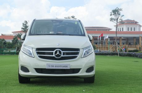 Chi tiet Mercedes V 250 gia 2,5 ty dong tai Viet Nam - Anh 2
