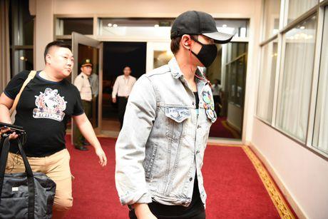 Bi Rain da co mat tai Viet Nam tham gia dem chung ket HHVN 2016 - Anh 4