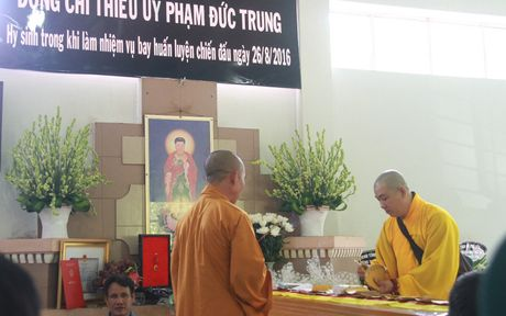 Hinh anh: Xuc dong tien dua Thieu uy phi cong hy sinh khi huan luyen - Anh 2