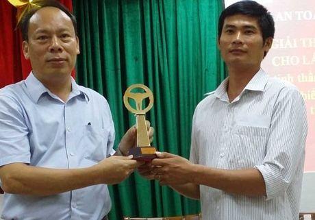 Tang huan chuong Dung cam cho tai xe diu xe khach - Anh 1