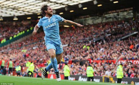 Stoke gay soc truoc doi hinh 'sieu tan cong' cua Man United - Anh 1