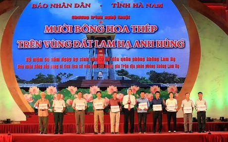 Muoi bong hoa thep tren vung dat Lam Ha anh hung - Anh 1