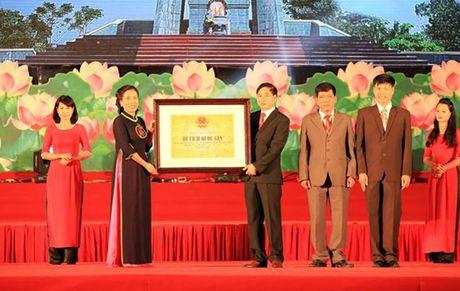 Muoi bong hoa thep tren vung dat Lam Ha anh hung - Anh 2