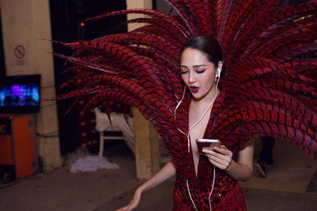 Hau truong tat bat trong liveshow 12 ty cua Dam Vinh Hung - Anh 11