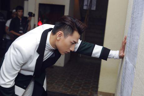 Hau truong tat bat trong liveshow 12 ty cua Dam Vinh Hung - Anh 12