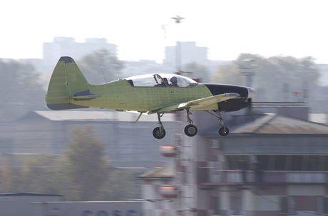 Muc kich chuyen bay dau tien cua may bay Yak-152 Nga - Anh 2