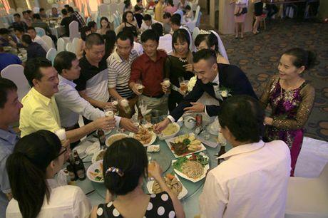 Trung ve Nguyen Dai Dong va vo hanh phuc trong ngay cuoi - Anh 4