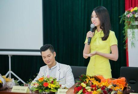 """Ca si Duc Tuan va HH Do My Linh """"nen duyen"""" trong Ly Son – dao tinh yeu - Anh 3"""