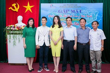 """Ca si Duc Tuan va HH Do My Linh """"nen duyen"""" trong Ly Son – dao tinh yeu - Anh 5"""