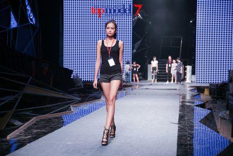 """Trong Hieu """"Buoc den ben em"""" trong chung ket Vietnam's Next Top Model 2016 - Anh 12"""