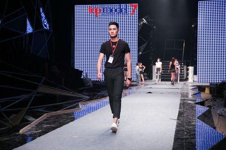 """Trong Hieu """"Buoc den ben em"""" trong chung ket Vietnam's Next Top Model 2016 - Anh 13"""
