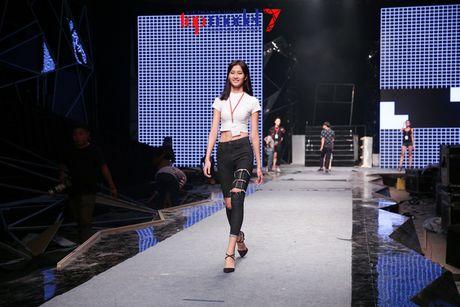 """Trong Hieu """"Buoc den ben em"""" trong chung ket Vietnam's Next Top Model 2016 - Anh 14"""