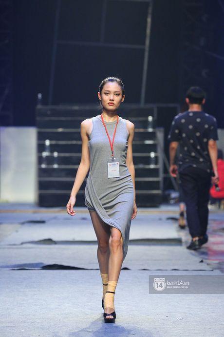 """Trong Hieu """"Buoc den ben em"""" trong chung ket Vietnam's Next Top Model 2016 - Anh 15"""
