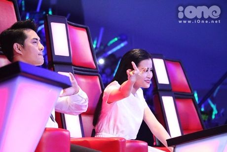 Co be 9 tuoi hat rock duoc HLV The Voice Kids tan thuong - Anh 2