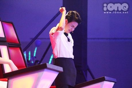 Co be 9 tuoi hat rock duoc HLV The Voice Kids tan thuong - Anh 3