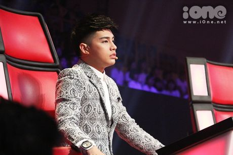 Co be 9 tuoi hat rock duoc HLV The Voice Kids tan thuong - Anh 9