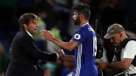 Lien tuc 'no sung', Costa duoc Conte dua 'len may' - Anh 1
