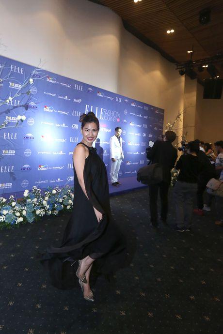 Dan Hoa hau, A hau 'do bo' tham do dem cuoi cua Elle Fashion Journey 2016 - Anh 5