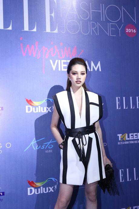 Dan Hoa hau, A hau 'do bo' tham do dem cuoi cua Elle Fashion Journey 2016 - Anh 9