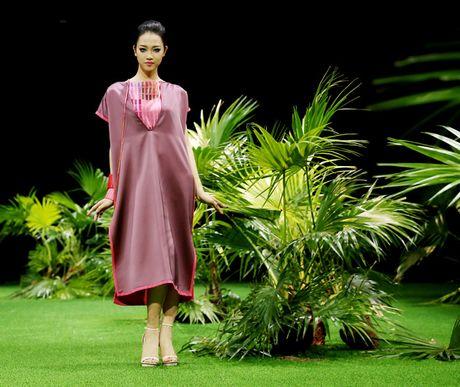 Vietnam Fashion Week: Xanh muot xuan he chau A nhiet doi moi - Anh 2